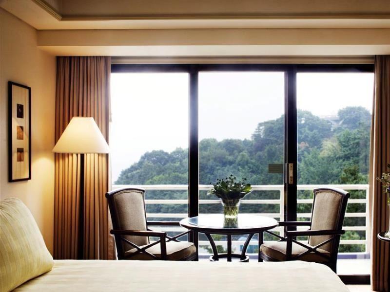 Sheraton Grande Walkerhill Hotel