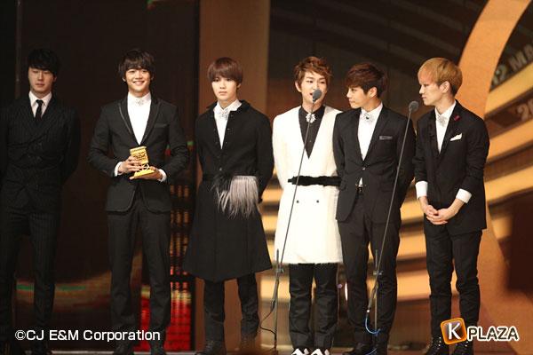 2012MAMA_2ndshow_Shinee