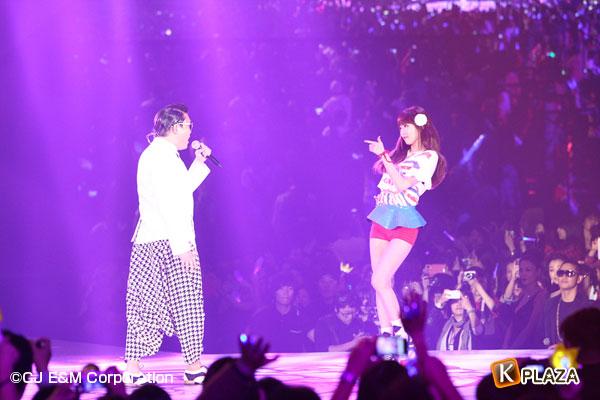 2012MAMA_4thshow_PSY&HyunA-(1)