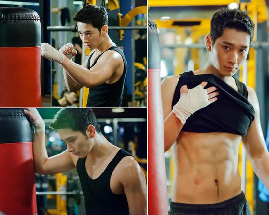 2PMチャンソンの腹筋