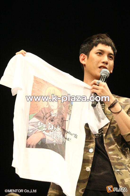 パク・ギウンのサイン入りTシャツ写真
