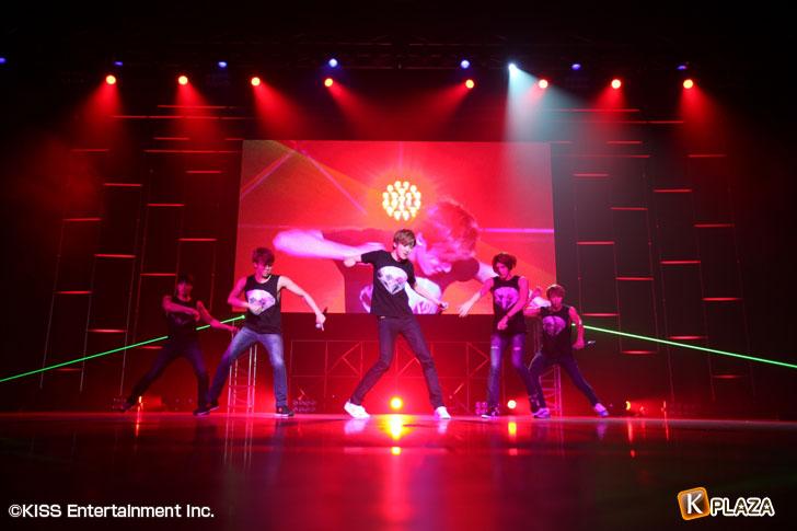 U-KISS夜公演オフィシャル写真1