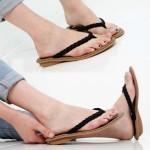 夏のサンダル特集♪クリア素材で夏らしい足元に☆ネジネジデザインで普段履きもできるビーチサンダル!