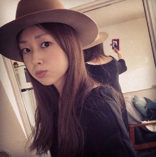 ハットをかぶった苗木優子