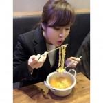 女優カン・ソラ、ラーメンをささっと美味しそうに食べる姿を公開!