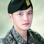 JYJジェジュン、軍の証明写真が公開され話題に!