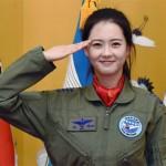 父親が現役空軍のAra、凛々しい姿で敬礼!韓国空軍の広報大使に