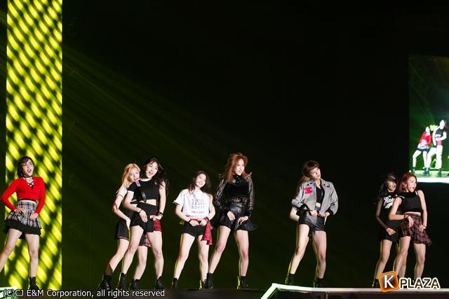 KCON 2016 Japan_TWICE (1)-086