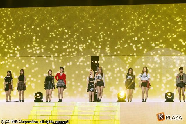 KCON 2016 Japan_TWICE (2)-087
