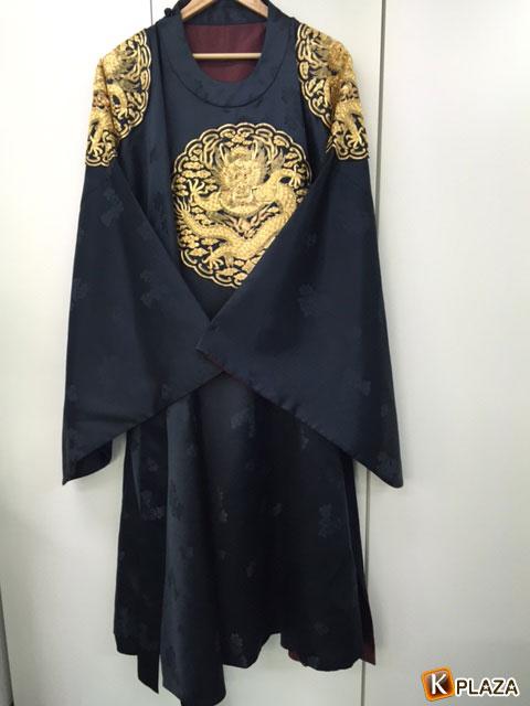 ユ・アイン衣装