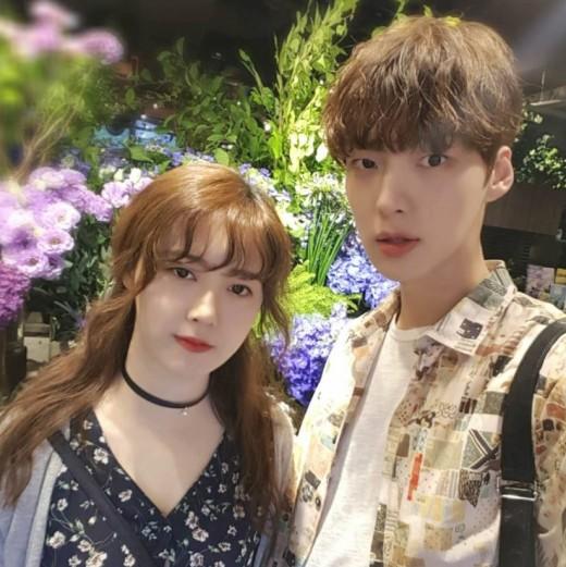 """新婚""""アン・ジェヒョンとク・ヘ..."""