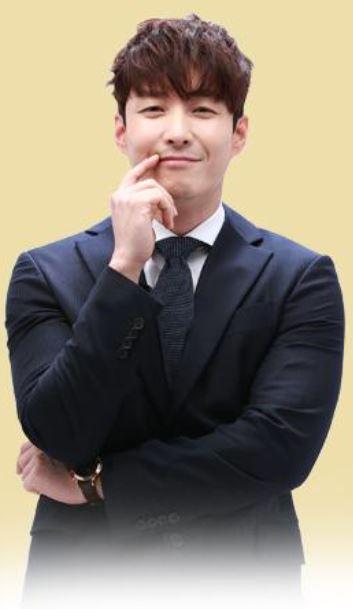 シム・ヒョンタク