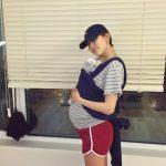 """""""出産直前""""キム・ナヨン、大きなお腹で抱っこ紐を練習中!!「もう2週間…」"""