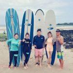 カン・ソラ、キム・ミニョン&キム・ボミら仲良しメンバーでサーフィン!