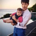 チャン・ツィイー、愛娘を抱くソン・ジュンギの写真を公開しSNSで話題沸騰!