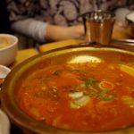 「取り皿に分けて食べるんだって」を韓国語で言うと?「ローマに行けば、ローマの法に従え」は韓国語で何?文化の違いをテーマにした韓国語表現【ネイティブ音声付き♪】