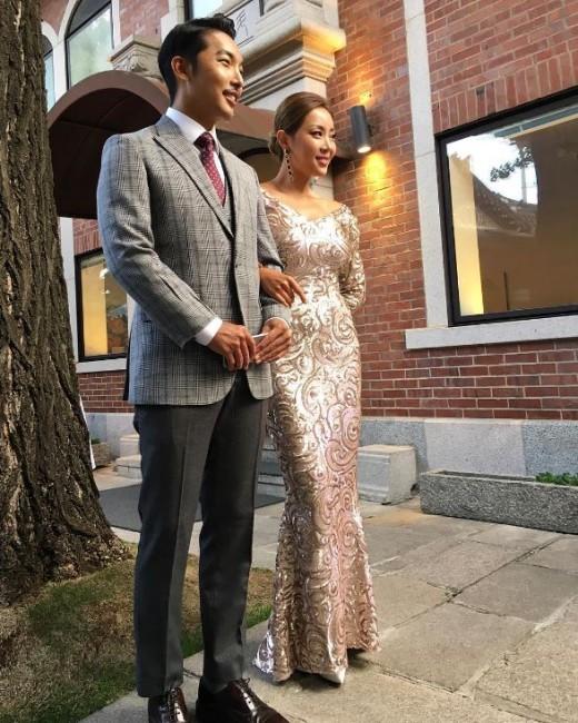 新婚ほやほやbrown eyed girlsナルシャ 夫とのツーショット写真を公開
