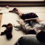 ユン・サンヒョン、愛娘ナギョムちゃんとのほっこりお昼寝を公開!「遊び疲れて眠ってしまった私たち」