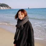 KARAハラ、冬の浜辺で写したキュートな笑顔の写真に視線集中!