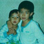 「シンイ-信義-」でデビューのユン・ギュンサン、誕生日を迎え子供時代のキュートな写真を公開