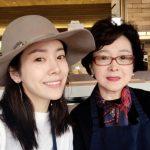 ハン・ジミン、そっくりな母親とのツーショット写真を公開!