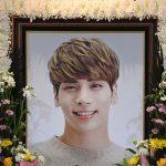 SHINee故ジョンヒョンさん、多くの仲間&ファンたちに見送られ21日出棺…