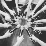 """""""本日デビュー""""IZONE、マイクを持った円陣ショットを公開!「少女たちの夢が現実になる時間」"""