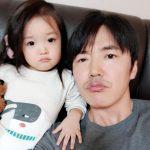 ユン・サンヒョン、妻MayBeeにそっくりな愛娘とのツーショット写真を公開!「一緒に写真を撮ろうという娘」