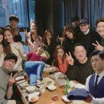 イェウォン、人気ドラマ「キム秘書がなぜそうなのか」チームの集合ショットを公開!