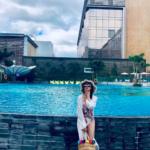 女優イ・ダヘ、脚線美がまぶしい水着姿&優雅なバケーションの様子を公開!