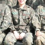 INFINITE ウヒョン、軍服姿で訓練所での近況公開でファン大注目!