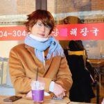 SUPER JUNIOR キュヒョン、「冬のソナタ」のヨン様のコスプレは似てる?!ファンの笑いを誘う