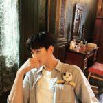 キム・スヒョン、マンテ人形とのツーショット写真を公開!まるでパートナーみたい?