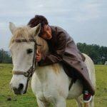 イ・ジュンギ ドラマのワンシーンを彷彿とさせる乗馬の様子を写真と動画で披露