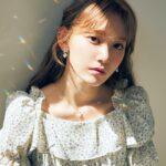 宮脇咲良、楽園を探して――『bis』7月号本日発売&グラビアカット公開!特典のポストカード図柄も